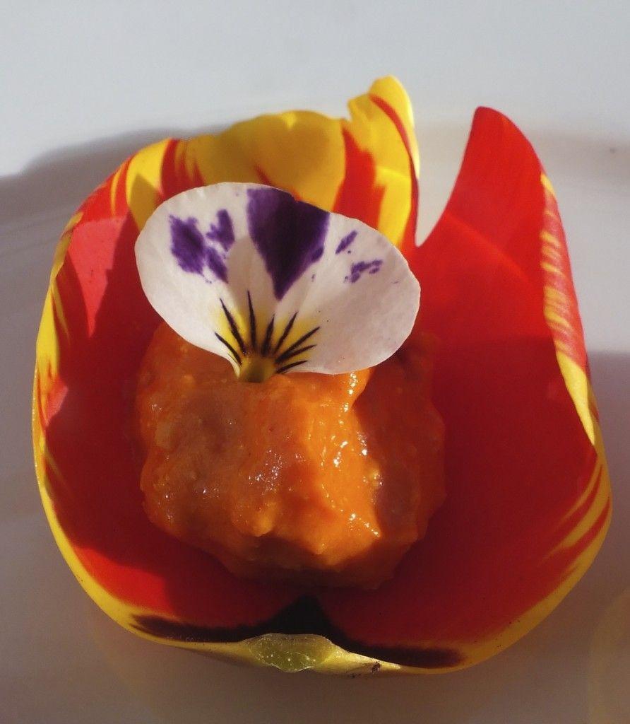 Tulpenrezepte Gefullte Tulpenblatter Maddocks Farm Organics Edible Flowers Edible Flowers Recipes Eatable Flowers