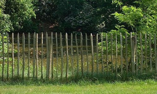 Clotures Ganivelle Ou Fencing Cloture Et Treillage De Jardin En Bois De Chataigner Castanea Jardins En Bois Jardins Barriere Jardin