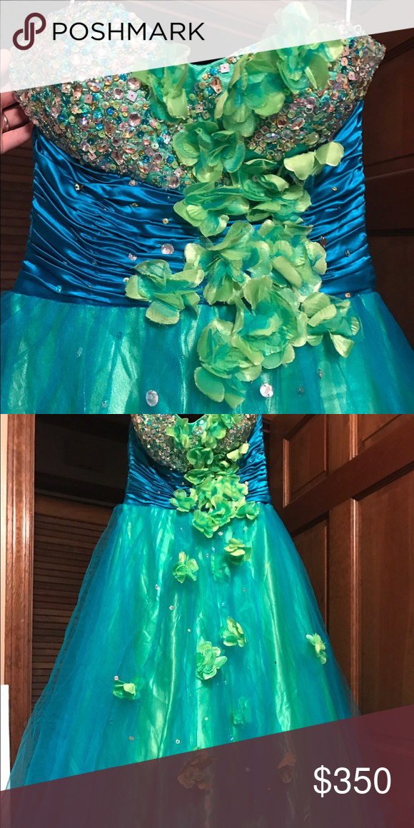 Selling this vibrantly colored dress! - gorgeous colors - Size 4 or bigger  - Has a corset back  - Never worn - Price is negotiable Dresses Prom