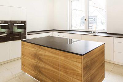 Küche Granit mtb küche in schleiflack weiss kirschbaum natur arbeitsflächen