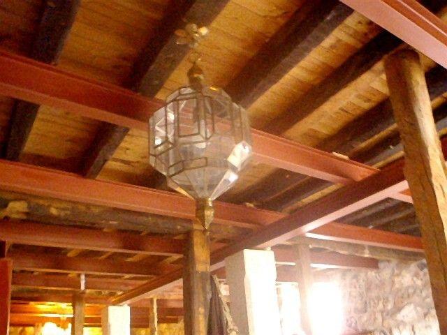 Refuerzo vigas madera planta baja vivienda rural en Fontioso, Castilla, Spain.