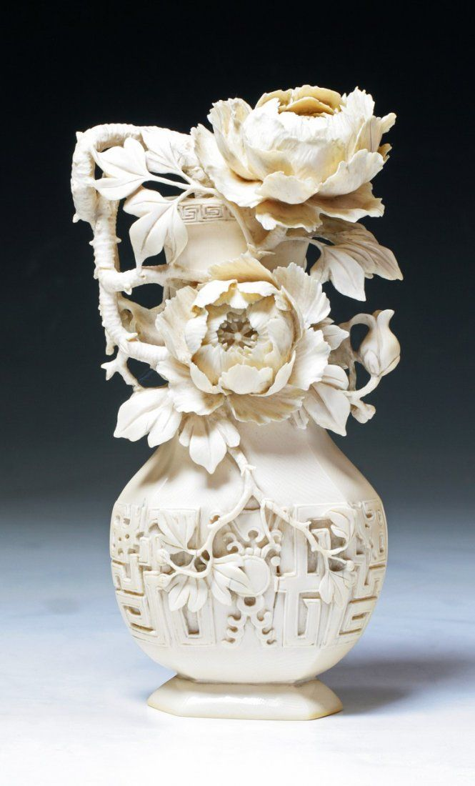 A Fine Chinese Antique Carved Ivory Vase : Lot 192