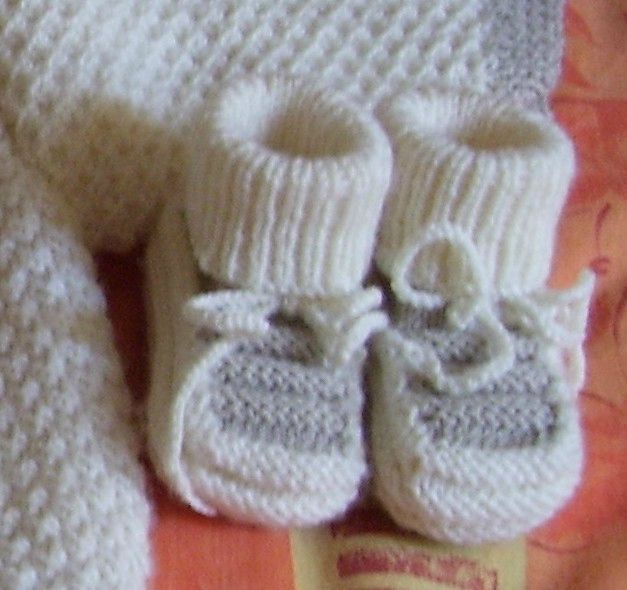 Modele tricot bebe chaussons chaussons pinterest tricoter aiguilles et tricot - Aiguille a tricoter geante ...