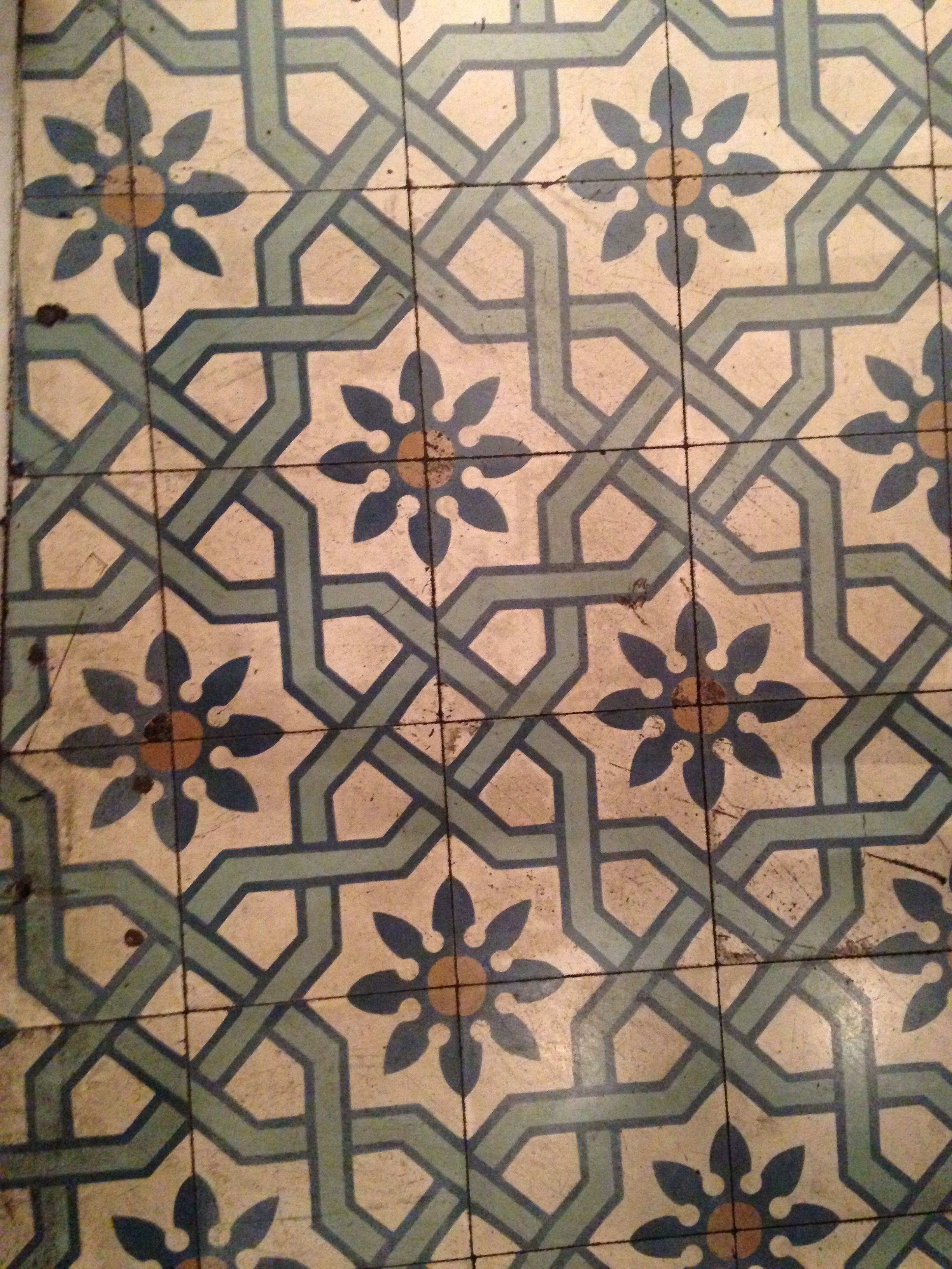 flower patterned ceramic tiles floor · madrid   watch the floor