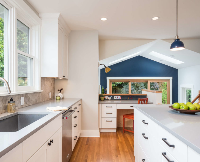 Download Wallpaper White Kitchen Cupboard Cleaner