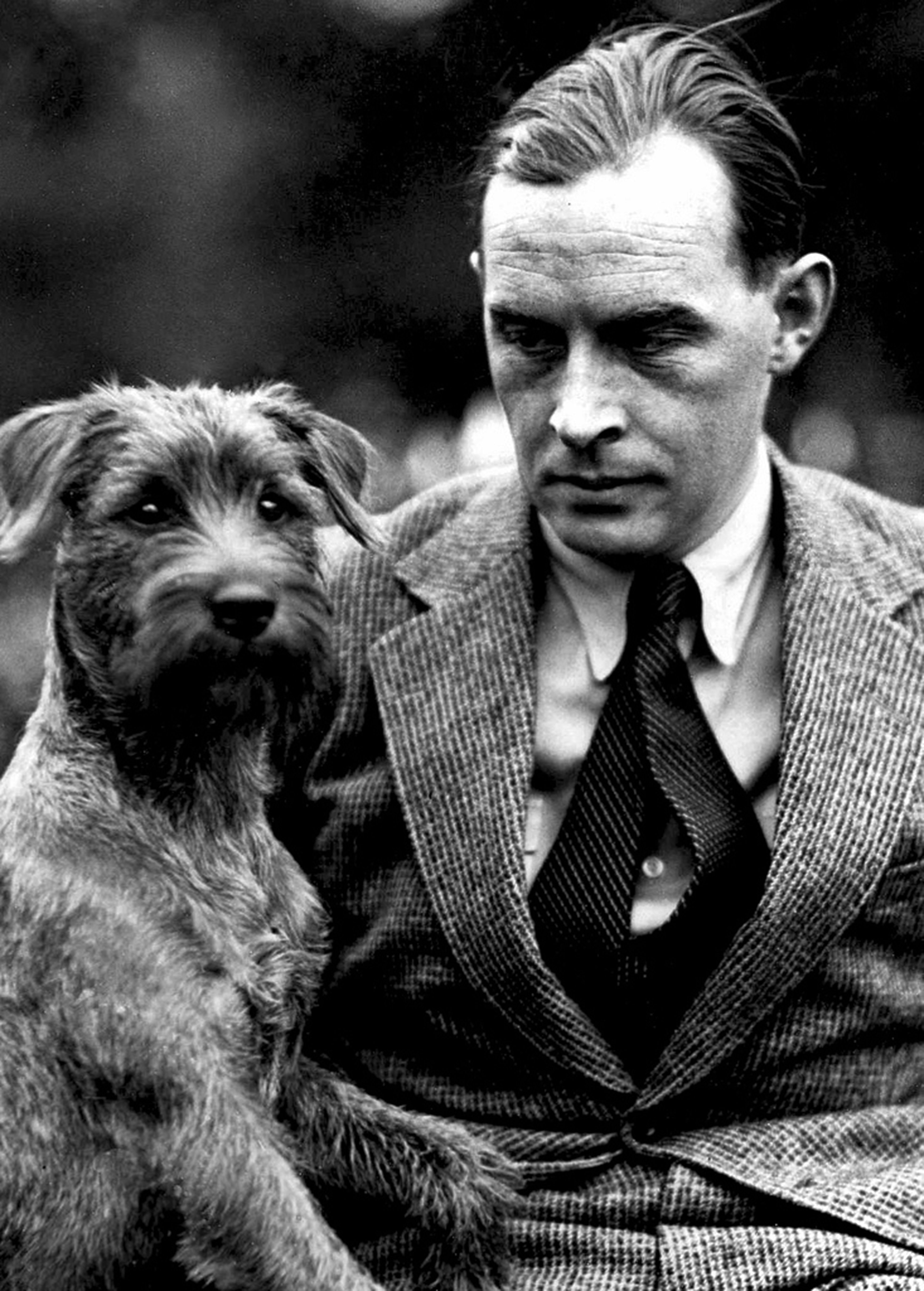 Erich Maria Remarque With His Dog Portraits Masculins Litterature Poetes