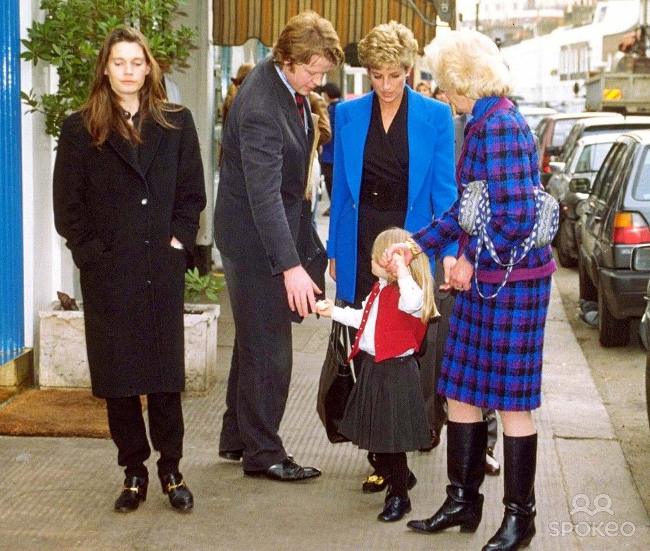 """/02/94 Earl of Spencer and Wife Victoria and Their Daughter Kitty with Princess Diana and Mum Frances Shand Kydd at """" Scalini """" Restaurant in Knightsbridge"""