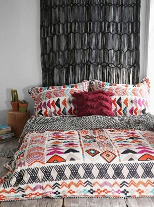 la tendance coachella en d co t te de lit macram home. Black Bedroom Furniture Sets. Home Design Ideas