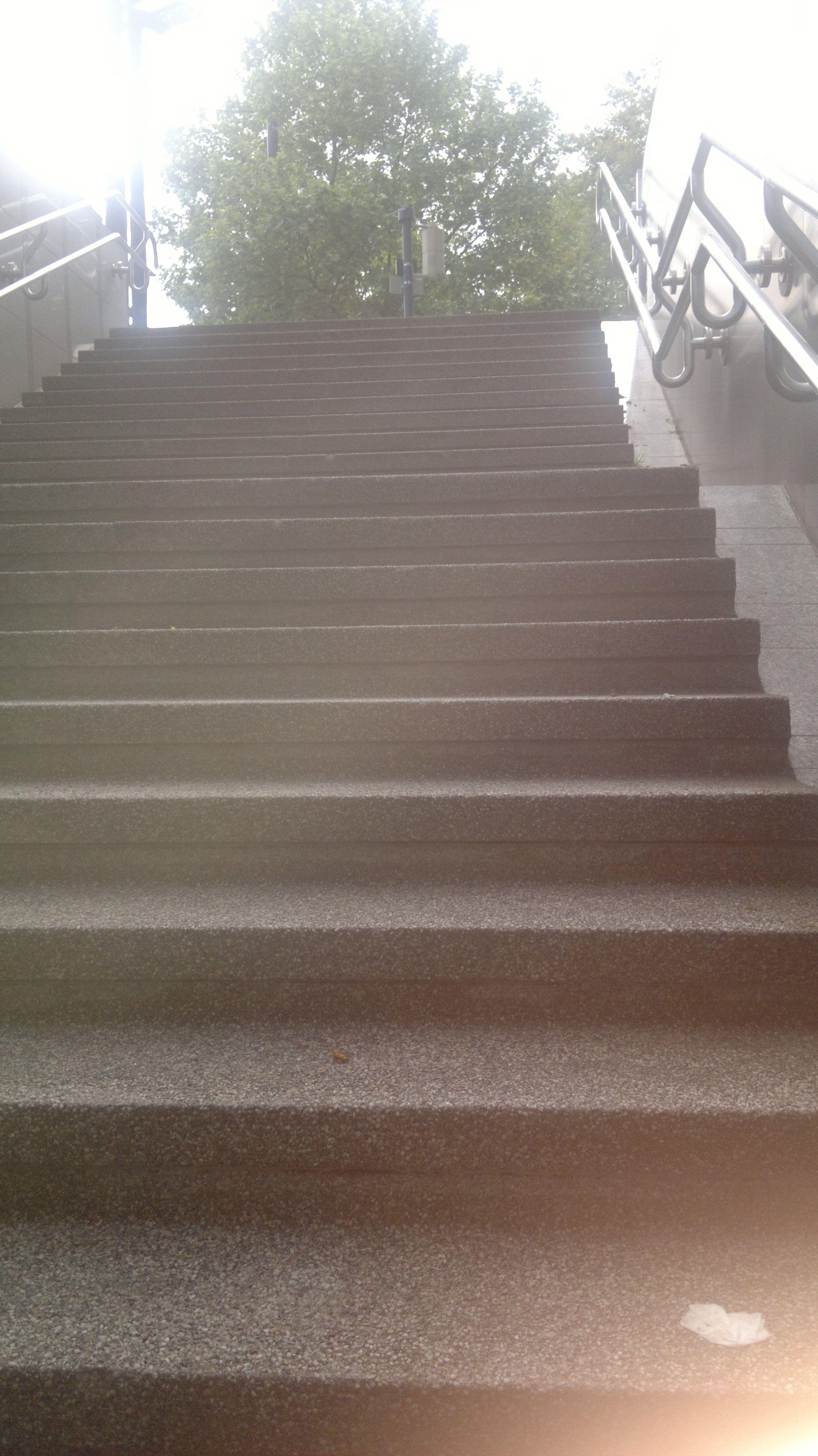 Treppen hoch - oben wartet das P...