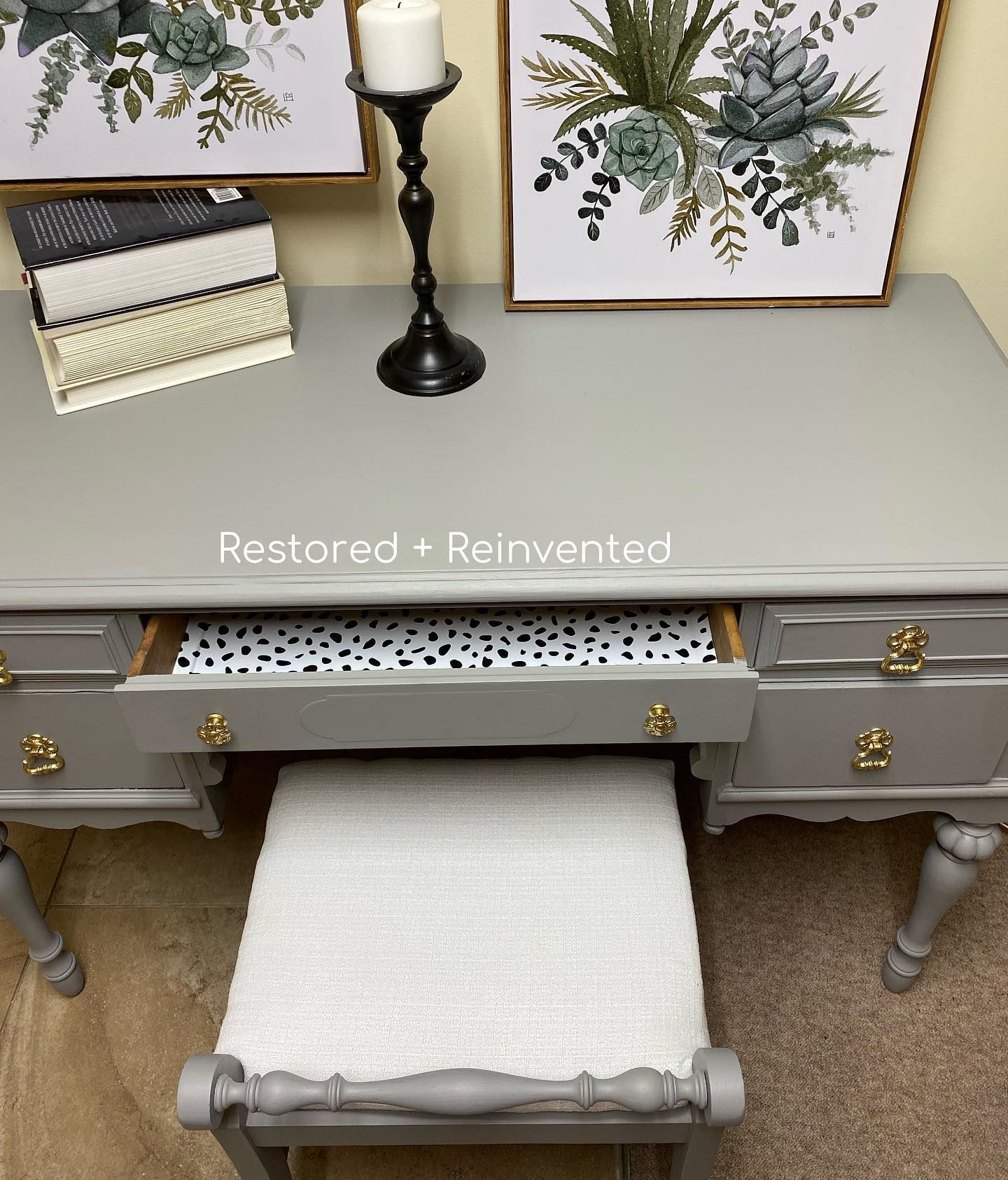 [A v a i l a b l e] This beauty came to me from an estate sale of a lady who was 65 and has had this dressing table since she was a little girl. Absolutely adored giving this table it's life back. . . #furnituremakeover #furniture #furnitireartisan #furnitureart #furniturerestoration #refinishedfurniture #chalkpaint #chalkpainted #chalkpaintedfurniture #paintitbeautiful #refinished #paintedfurniture #upcycle #upcycledfurniture #vintage #antique #antiquefurniture #vintagefurniture