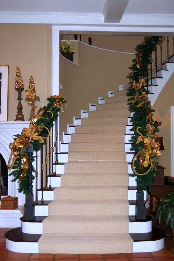 25 Christmas Staircase Decoration Ideas | Christmas ...