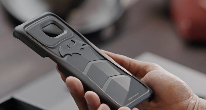 Samsung made a Batmaninspired Galaxy S7 Edge Batman
