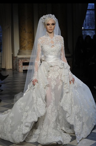 Alexander mcqueen wedding dress the new stunning stunning alexander mcqueen wedding dress the new stunning stunning wedding dresses junglespirit Image collections