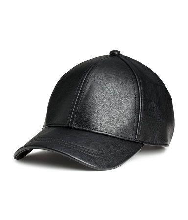 Gorra con cierre de metal ajustable detrás. – Visita hm.com para ver más. bcea04b5be3