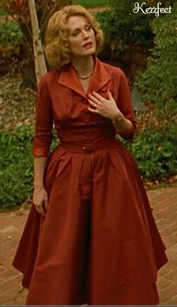 Julianne Moore in 'Far From Heaven'. fabulous 1950's dresses & gowns.