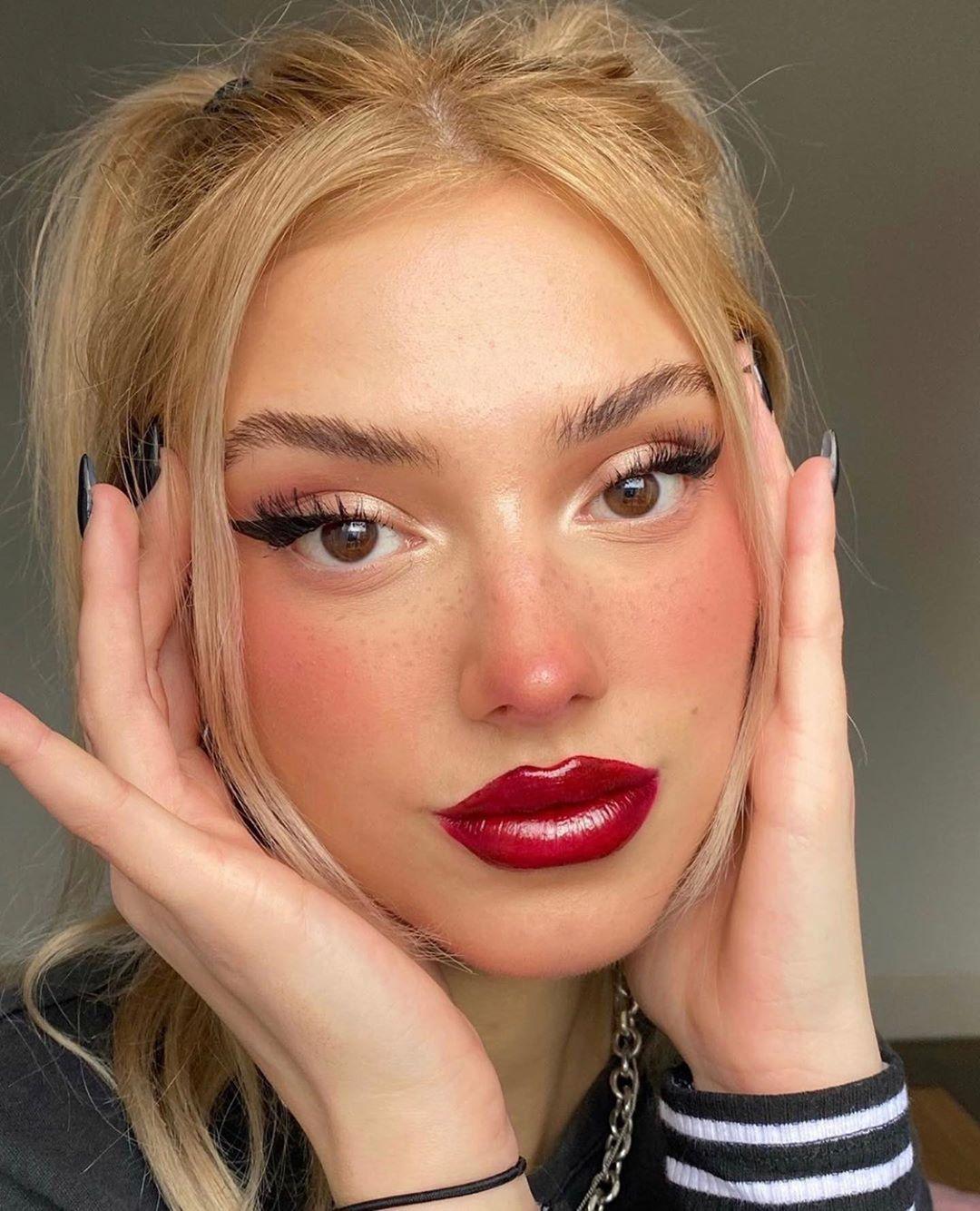 Curso De Maquiagem Online Com Certificado Em 2020 Maquiagem Grunge Maquiagem Para O Dia A Dia Visuais De Maquiagem