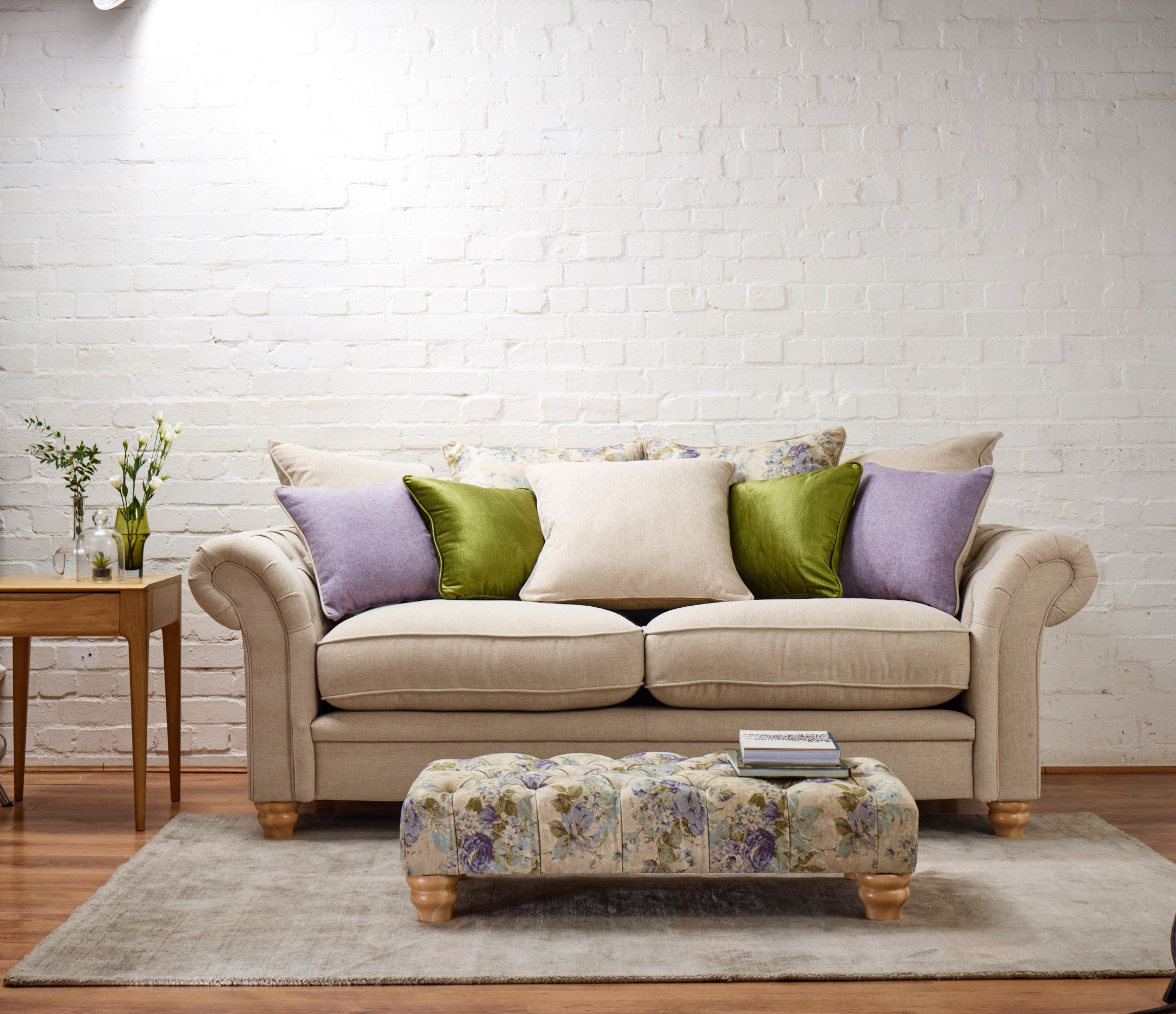 Beautiful Sofas the beautiful ellen sofa has a classic style with sophisticated