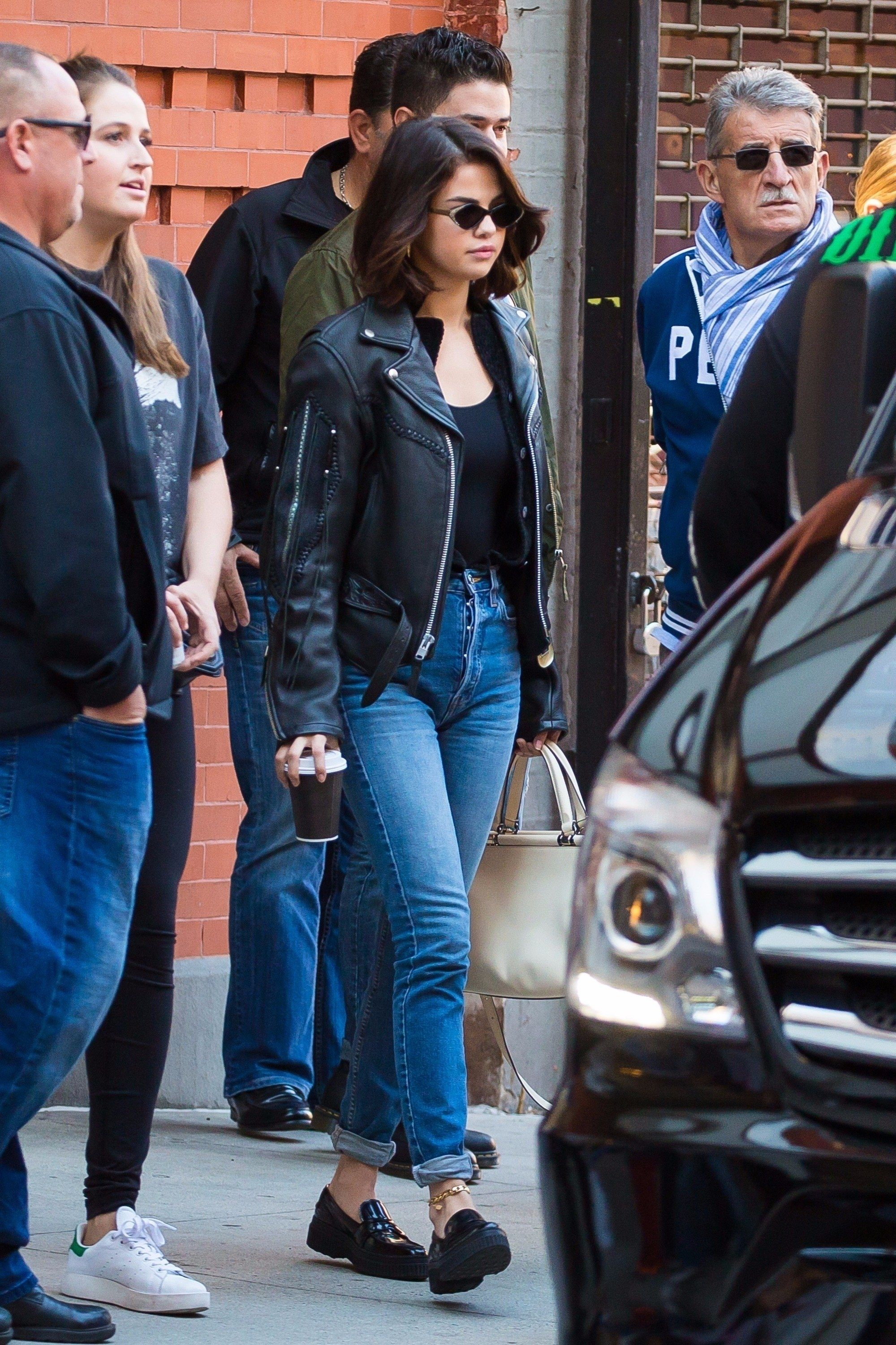 Photo of Is the anklet cool again? Selena Gomez makes the case