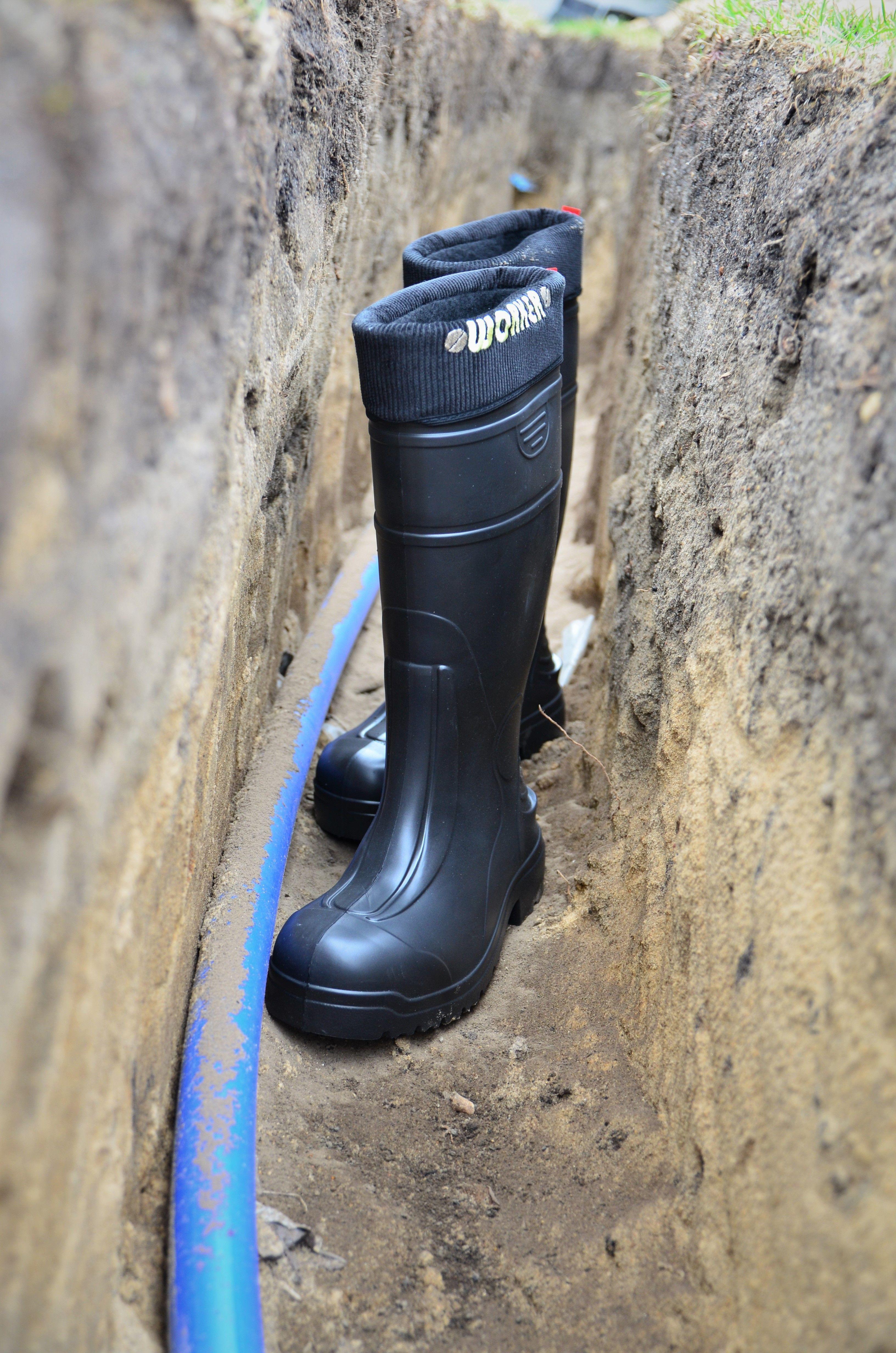 W Trudno Dostepnych Miejscach Niezbedna Jest Kompleksowa Ochrona Stop Kiedy Mamy Do Czynienia Z Nieznanym Gruntem Lepiej Aby Sto Hunter Boots Rain Boots Boots