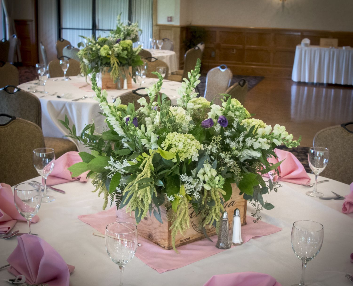 Wine themed florals with hydrangea, roses, snapdraggon flowers.