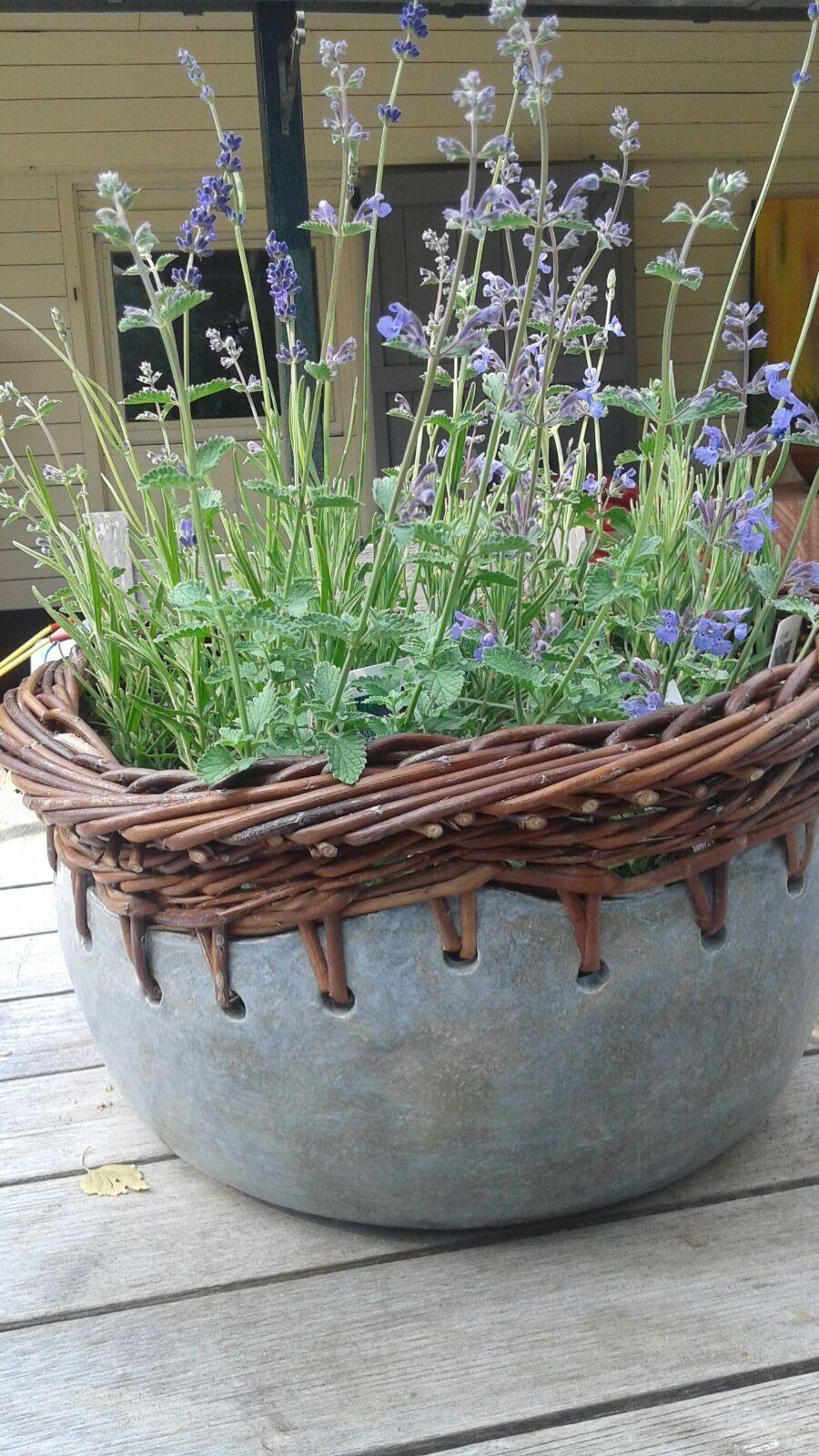 Combination of ceramic en willow weaving