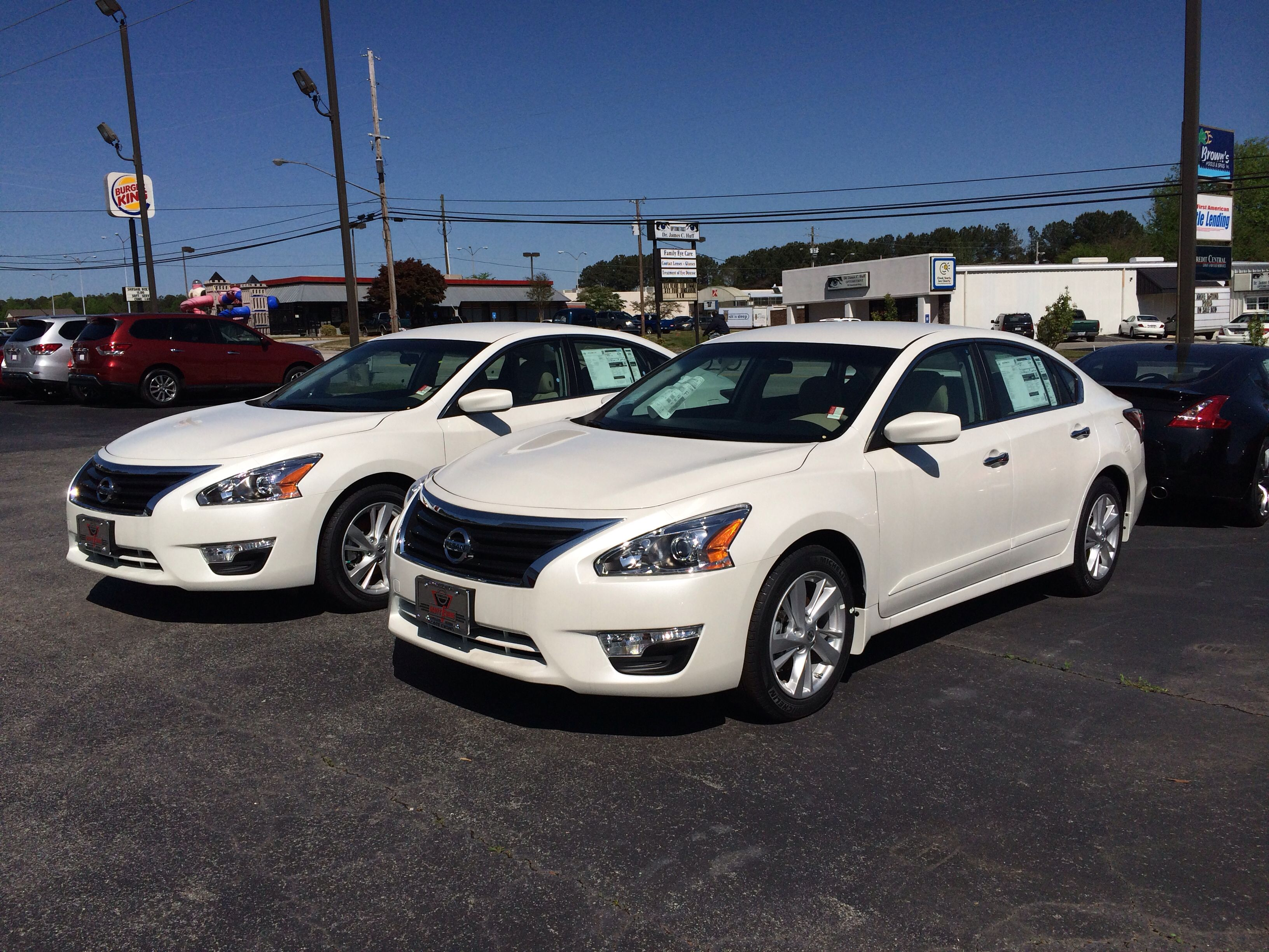It S Twins Beautiful Set 2014 Nissan Altimas In Pearl White Motherofpearl