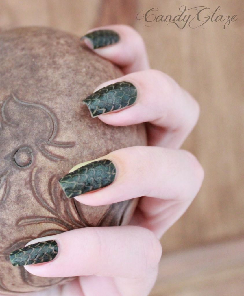 Dragon Scales - video tutorial at http://candyglaze.blogspot.nl/2012 ...