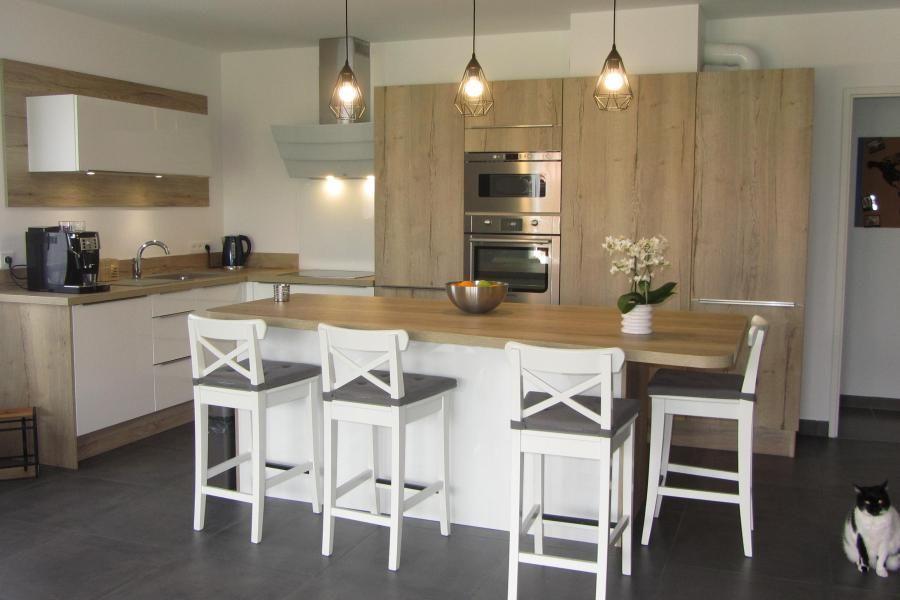 Cuisine avec îlot central ambiance traditionnelle moderne grâce à l - Cuisine Moderne Avec Ilot