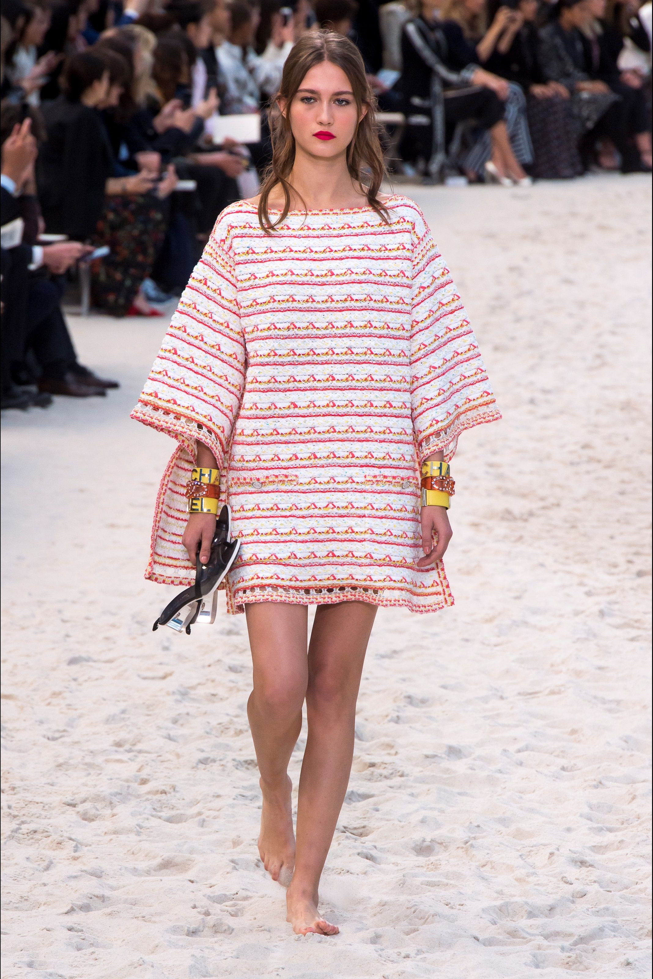 f08cf23c36 Sfilata Chanel Parigi - Collezioni Primavera Estate 2019 - Vogue | R ...