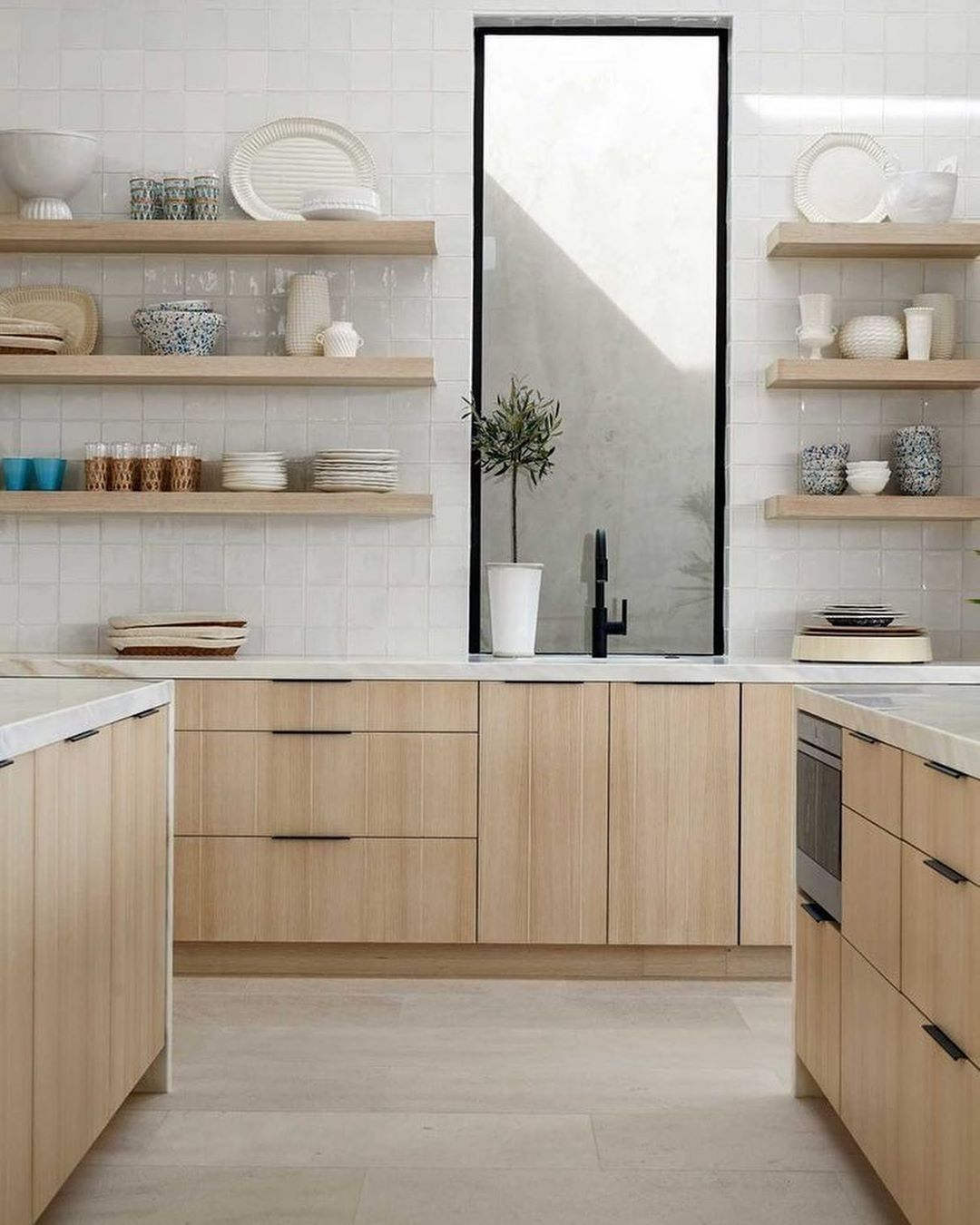 El Pop Interiors On Instagram Just Shelves On The Kitchen Walls Above The Work Top No In 2020 Scandinavian Kitchen Design Modern Kitchen Design Kitchen Design Small