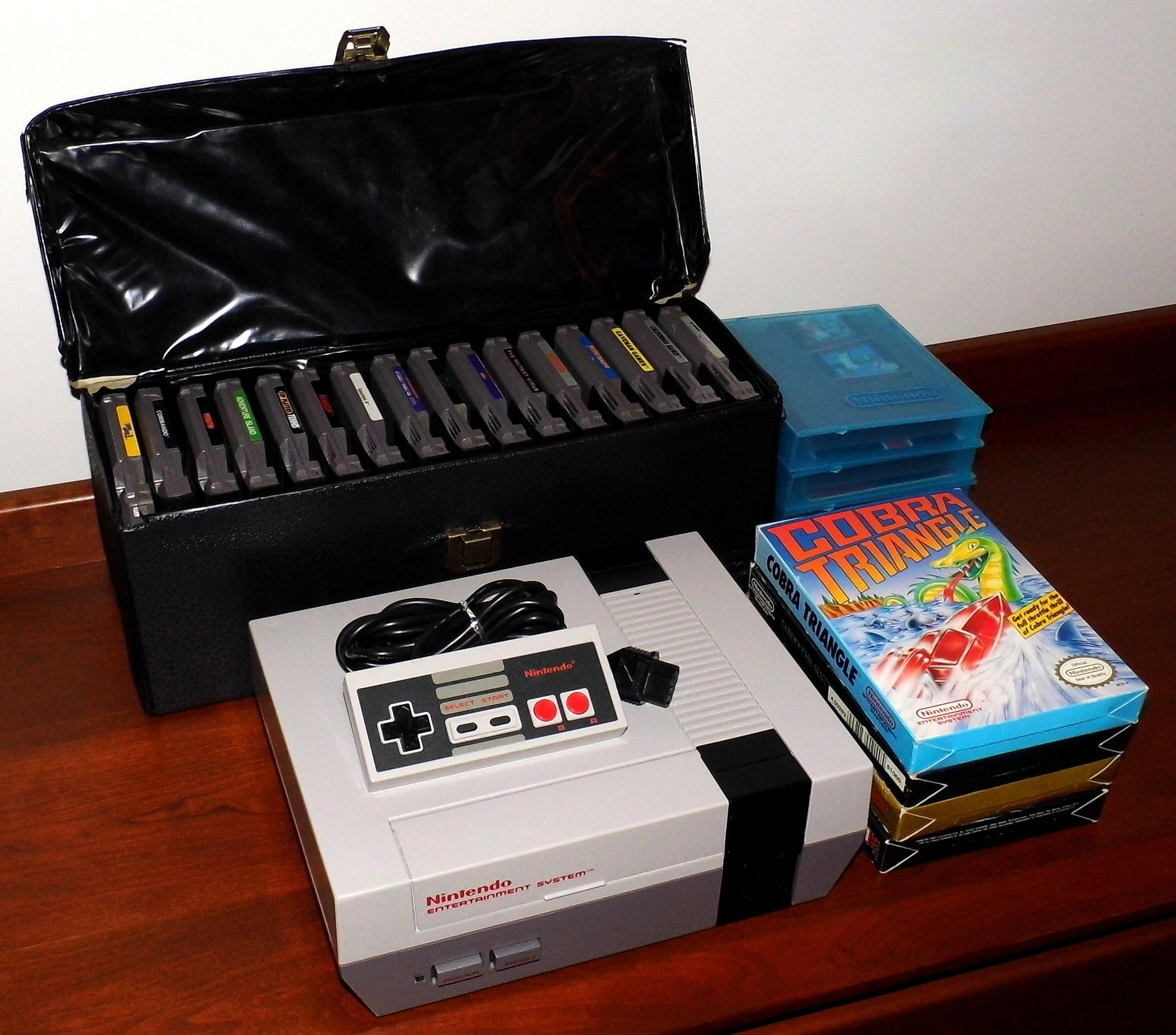 Console Nintendo 1985: Vintage Nintendo Entertainment System Game Console, Model