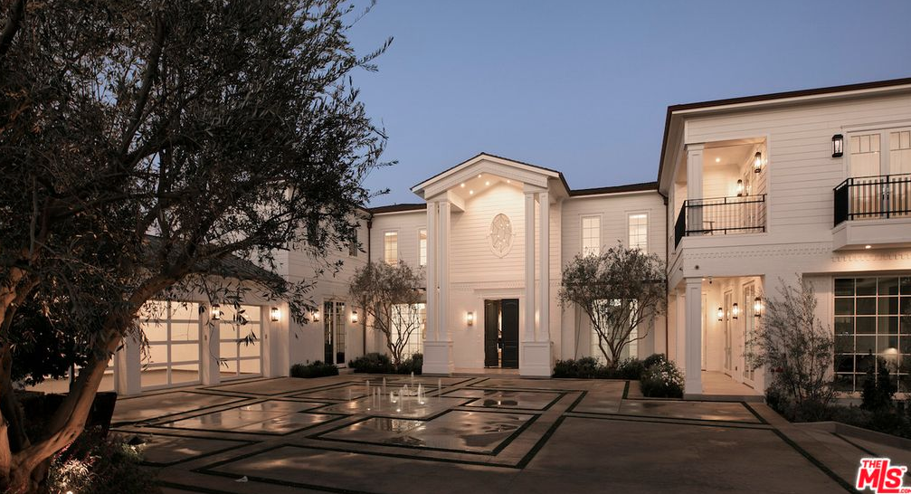 This Newly Built East Coast Traditional Style Mansion Is Located At 624 N Bonhill Roa Luxury Houses Entrance Luxury Homes Exterior Luxury House Interior Design