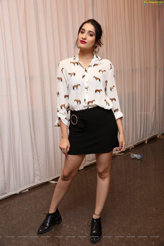Marcella Vitiello   Mini skirts, Fashion, Leather skirt