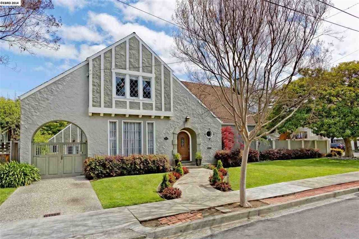 914 Lee Ave San Leandro Ca 94577 1927 Tudor Revival W Wide Open Spaces And Soaring Ceilings Consummate Period Detai Estate Homes Real Estate House Styles