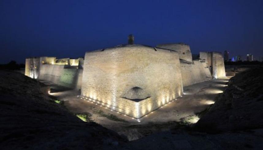 البحرين هي أرخبيل من الجزر على صفحة مياه الخليج أعادت نظمها يد الإنسانجمالا وأصالة وحضارة تمد جذورها إلى تاريخ وم Mount Rushmore Natural Landmarks Landmarks