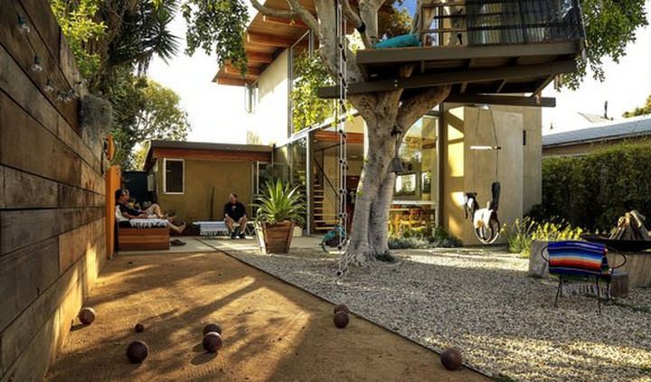 cool A-frame Beautiful Tree House in Venice  #Tree #Treehouse Designed and built by the owners Carlos Zubieta and Tatiana Barhar in 2005. The home made in a beautifultree is approximately 2,000 square feet with...