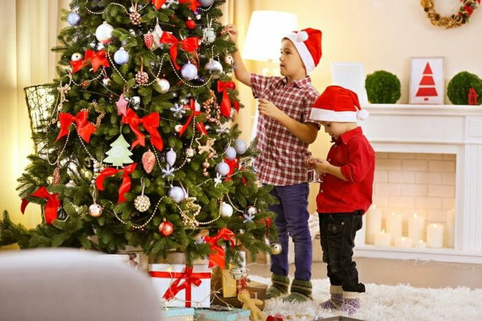 Arbol de navidad decorado con cintas en mo o rojas - Cintas arbol navidad ...