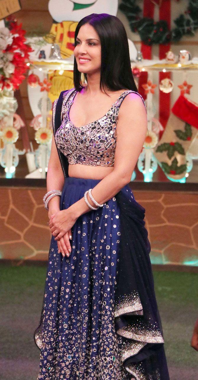 sunny leone promoting #raees on 'the kapil sharma show'. #bollywood