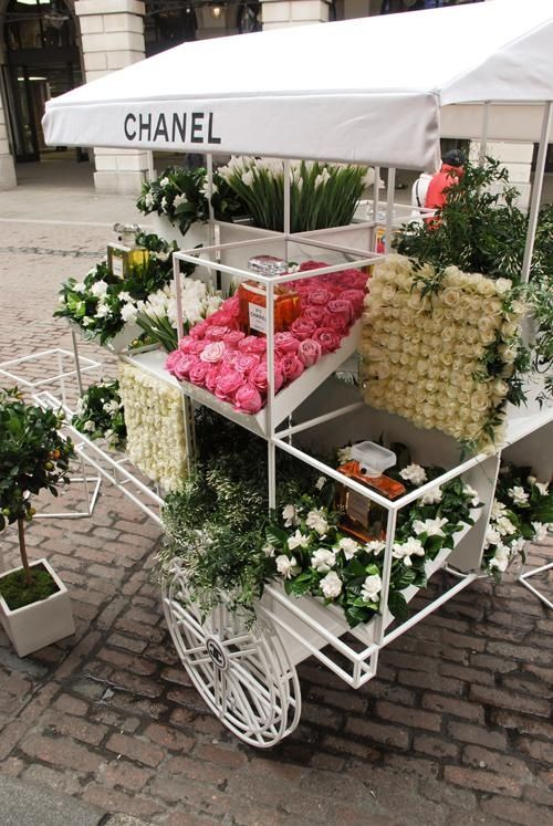 Chanel's pop up shop in a movable cart demonstrates the power of simple ideas
