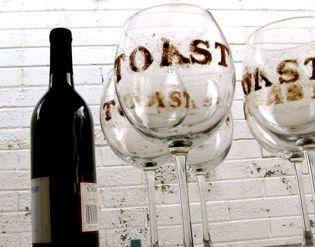 glass stensiling: cheers, toast, vino