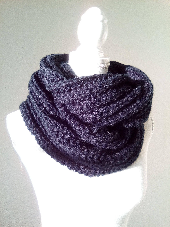 Echarpe tricotee main femme - Idée pour s habiller 6c8c29d7b78