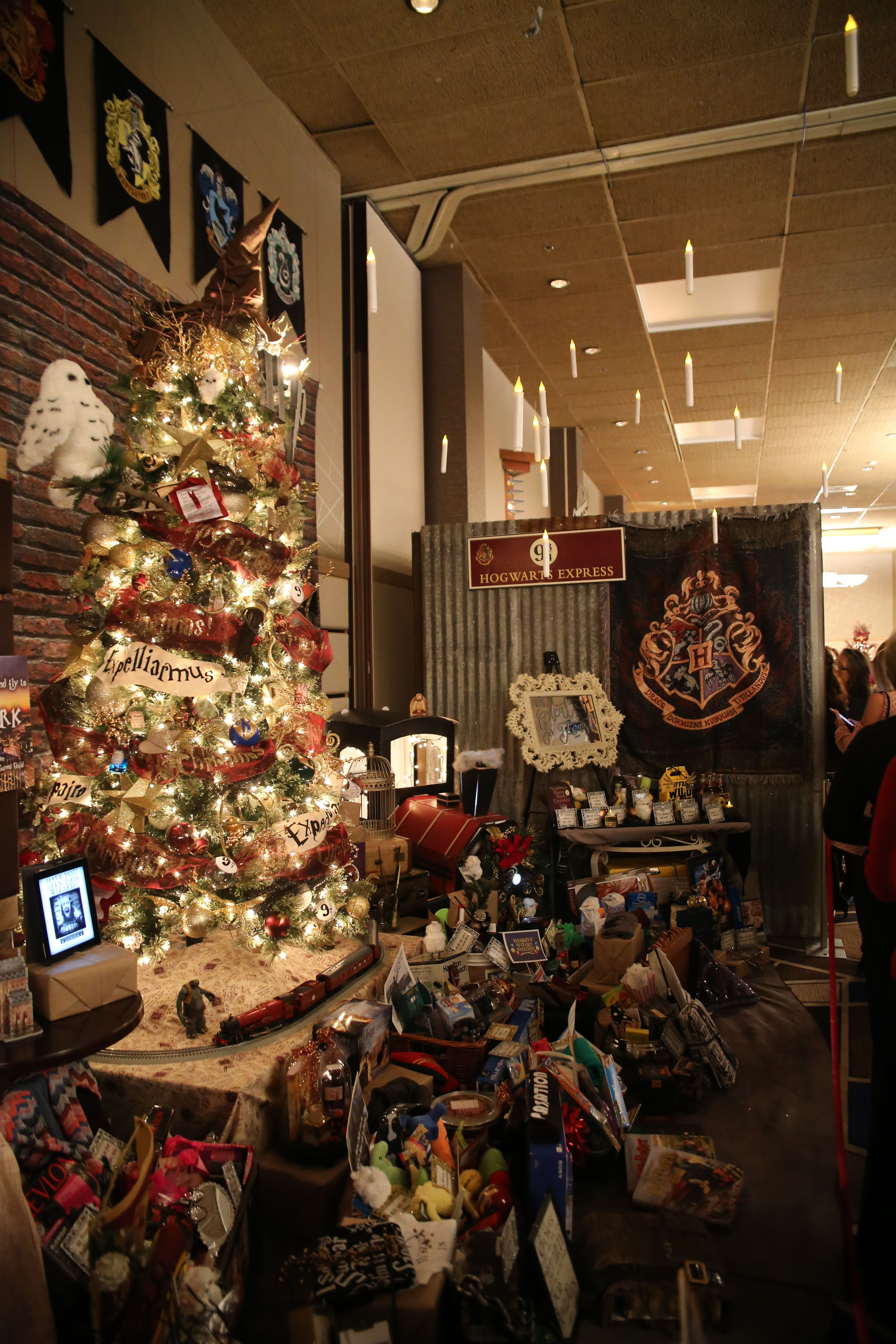 Harry Potter Christmas Display 2017 Festival Of Trees Coeur D Alene Note The Floating Candles Christmas Display Floating Candles Harry Potter Christmas