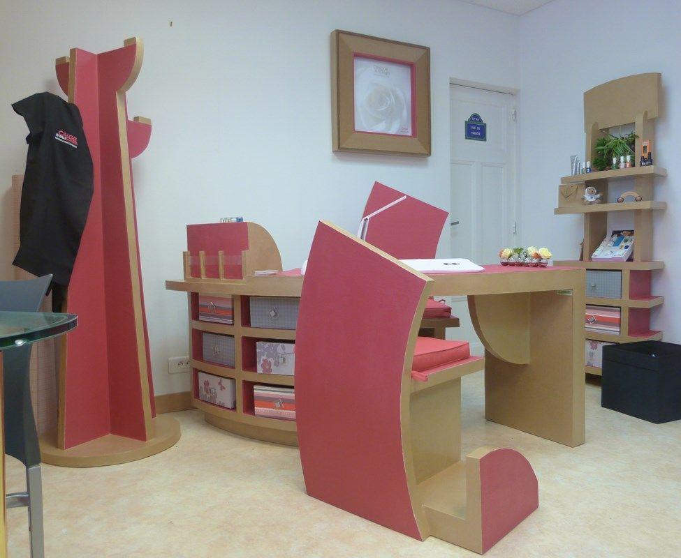 ensemble de meubles en carton pour une onglerie nantes. Black Bedroom Furniture Sets. Home Design Ideas