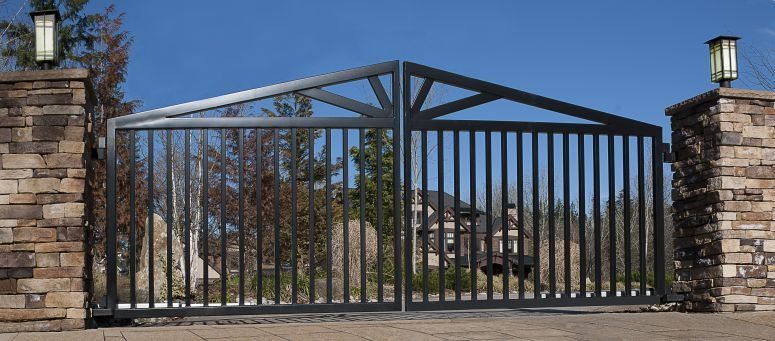 Double Swing Gate With Horizontal Pickets And A Custom