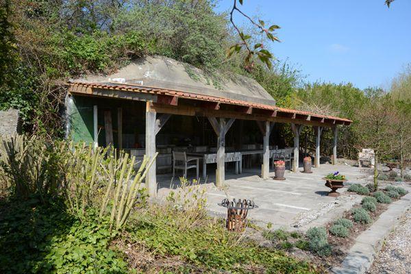 Bunker atlantik wall in de tuin van intratuin 39 s for Intratuin s gravenzande