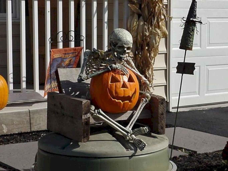 DIY Outdoor Halloween Design and Decor Ideas on a Budget