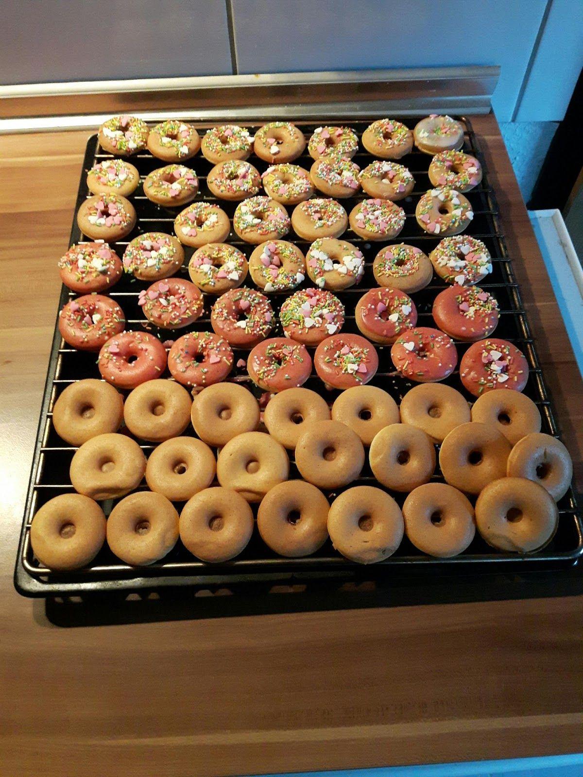 vor kurzem habe ich mir auch mal einen donut maker gekauft und getestet rezept f r den teig. Black Bedroom Furniture Sets. Home Design Ideas