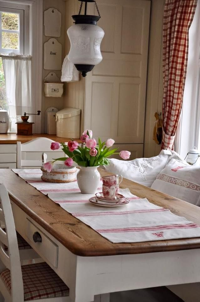 La differenza tra lo stile shabby, il country e il provenzale,. Country Provenzale E Shabby Chic S Photos Country Provenzale E Shabby Chic Cottage Style Decor French Country Dining Room Vintage Dining Room