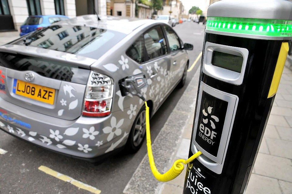 Ev Stations To Overtake Gas Stations In Uk By 2020 Hybrid Car Toyota Hybrid Electric Cars