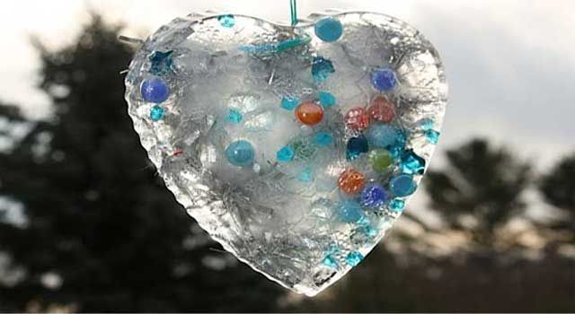 Jackie and the kids explore nature to make suncatchers and ice moulds. So pretty!